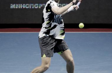 Shapovalov desplaza a Wawrinka y encabeza las semifinales en San Petersburgo