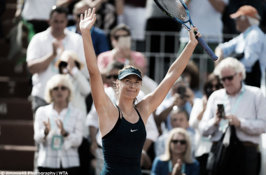Maria Sharapova applauds the supportive crowd after her tough win | Photo: Jimmie48 Tennis Photography