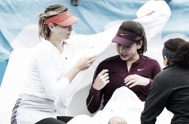 Russa acolheu e incentivou jovem rival (Foto: Divulgação/Shenzhen Open)