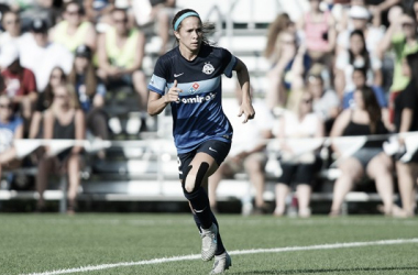 Shea Groom re-signs for FCKC ahead of the 2017 NWSL season. (Source: NWSLsoccer.com)