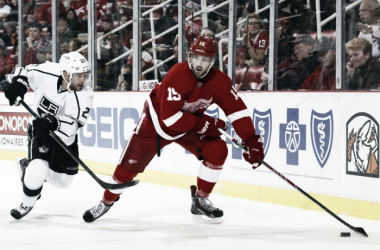 Detroit Red Wings re-up Riley Sheahan and Brian Lashoff