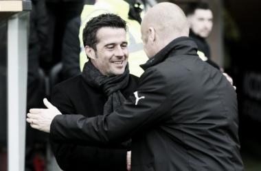 Silva saluda a Dyche en un encuentro entre Hull City y Burnley. Foto: Watford.