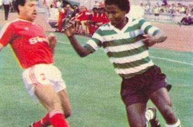Silvinho - na imagem, a representar o Sporting naTaça de Portugal de 1986/87- esteve em destaque, marcando nas duas partidas. (FOTO: Autor desconhecido)