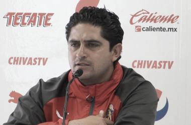 Luis Camacho técnico de Chivas femenil / Foto: Especial