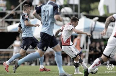 Joni Montiel en el remate de su gol | Foto: Rayo Vallecano S.A.D.