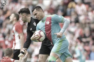 Raúl de Tomás tras encajar su gol ante el Athletic de Bilbao | fotografía: Rayo Vallecano S.A.D.