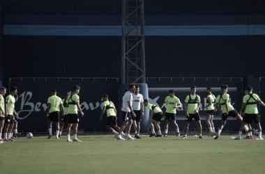 El equipo realiza el primer entrenamiento | Foto: Javier Muñoz