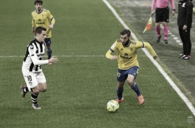 Alberto Perea y Jorge De Frutos en una acción del último partido entre ambos conjuntos.<div>Foto: Cádiz CF</div>