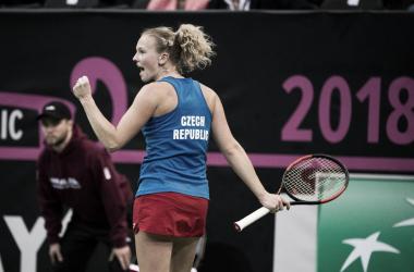 Katerina Siniakova celebra un punto durante el partido de hoy ante Sofía Kenin. Foto: fedcup.com