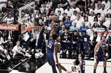Tensión y peleas en los duelos de Sixers contra Heat