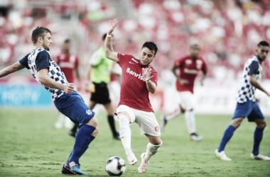 Técnico China e goleiro Fábio exaltam empate do São José diante do Internacional