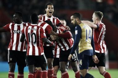 Tentando recuperar a liderança, Arsenal recebe Southampton e conta com volta de Alexis Sanchez