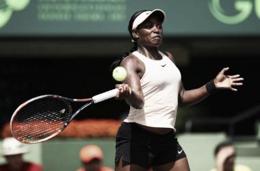 Sloane Stephens golpea una derecha durante su semifinal ante Victoria Azarenka. Foto: zimbio.com