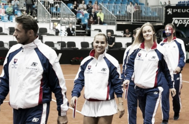 The Slovakian team takes to the court. Photo: Roman Benicky/Fed Cup