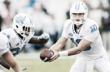 The new captain of the Tar Heels, Mitch Trubisky,  hands the ball off to elite running-back, Elijah Hood. | Smith Cameron Photography, Chapelboro.com