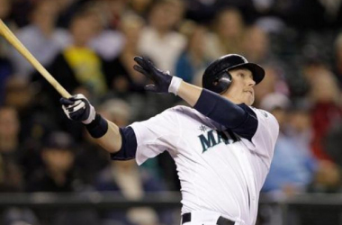 Justin Smoak's team-leading .995 OPS powered the M's to a successful opening week. (Elaine Thompson — AP)