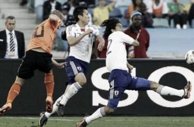 Sneijder chutando a puerta (Foto: Diario Olé)