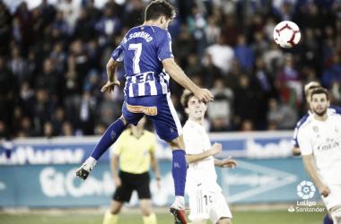 Sobrino da el pase a Manu García en el 1-0 frente al Real Madrid. / Foto; LaLiga