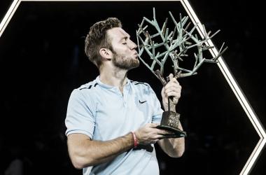 Sock con el trofeo de campeón el año pasado. Foto: ATP World Tour.
