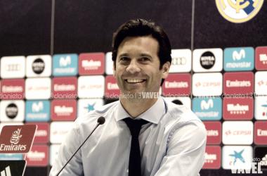 Solari durante una rueda de prensa/Foto: Daniel Nieto (VAVEL)