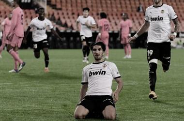 Carlos Soler marca triplete de pênalti e Valencia volta a vencer após 40 dias ao golear Real Madrid