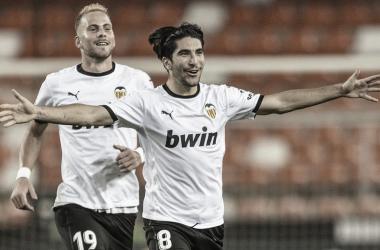 """Carlos Soler: """"Son tres puntos que nos dan mucha moral"""""""