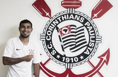 Após entraves burocráticos, Corinthians oficializa contratação de Sornoza