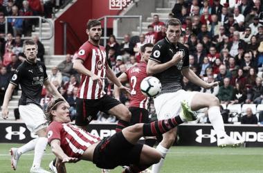 Saints y Clarets brindaron un partido chato en el debut. (Foto: Reuters)