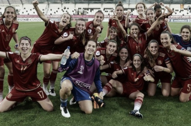 Spain celebrate reaching the Quarter-Finals. Photo: Sportsfile