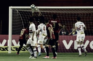 Para manter a liderança, São Paulo vai a Recife enfrentar o Sport. Foto: Rubens Chiri/ saopaulofc.net