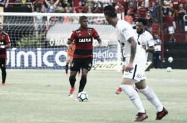Em 2017, diante do Corinthians, rubro-negros venceram e ainda dependeram de resultados (Foto: Williams Aguiar/Sport)