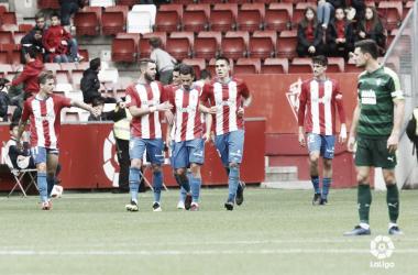 Los jugadores del Sporting celebran uno de los goles   Imagen: LaLiga