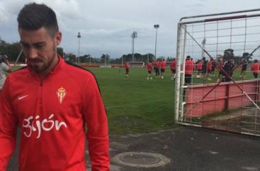 Moi Gómez se queda en Gijón