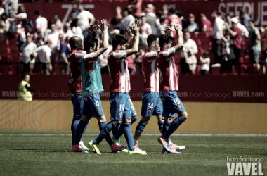 Los jugadores del Sporting celebrando el empate conseguido en el Sánchez Pizjuán. Foto: Fran Santiago