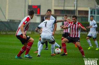 Lance de juego en el partido de ida. | FOTO: Eder Fernández