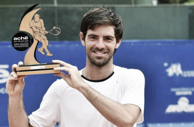 Gastao Elias poses with his Campinas title (ATP Challenger Tour)