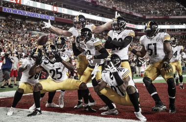 La defensiva de Pittsburgh celebra una anotación | Foto: Pittsburgh Steelers