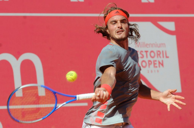 Stefanos Tsitsipas in action this Saturday at the Millennium Estoril Open. (Photo by Millenium Estoril Open)