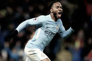 Sterling le da los tres puntos al City 'in extremis'
