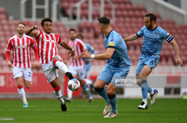 STOKE ON TRENT, ENGLAND - APRIL 21: Jacob Brown of Stoke City battles for possession with Leo Ostigard and Liam Kelly of Coventry City during the Sky Bet Championship match between Stoke City and Coventry City at Bet365 Stadium on April 21, 2021 in Stoke on Trent, England. Sporting stadiums around the UK remain under strict restrictions due to the Coronavirus Pandemic as Government social distancing laws prohibit fans inside venues resulting in games being played behind closed doors. (Photo by Gareth Copley/Getty Images)