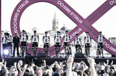 El nueve del equipo posando durante la presentación oficial del Giro de Italia | Foto: Giro de Italia