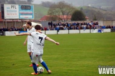Susaeta en el momento de lanzar la falta que supondría el gol. (Foto: Alberto Brevers, VAVEL)