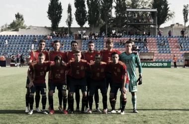 España sub-19 instantes previos al partido / Foto: @SeFutbol