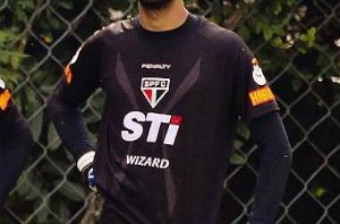 Goleiro Leo renova com o São Paulo
