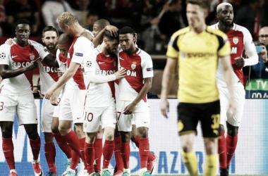 Il Monaco festeggia il gol di Mbappe | T-Online
