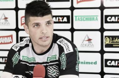 Tiago Volpi foi um dos jogadores a dar entrevista (Foto: Divulgação/Figueirense)