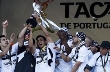 Jogadores festejam a primeira conquista da Taça de Portugal (revistafutebolista.blogspot.com)