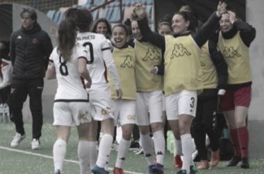 Las jugadores del Deportivo Tacón celebrando un gol. Fuente: C.D Tacón
