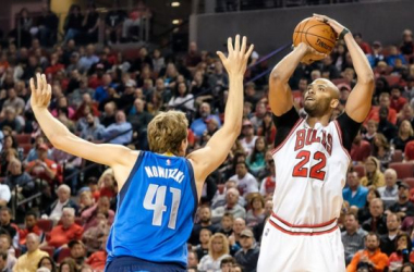 Taj Gibson with a jumper over an out-stretched Dirk Nowitzki. Eric Francis/NBAE