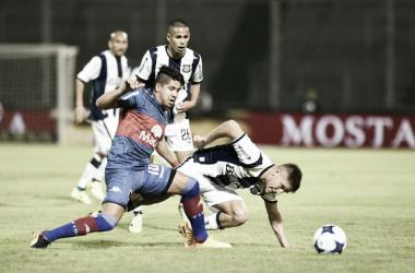 Cachete Morales y la pelota en la última visita a la T (Foto: Mundo D).